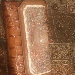 Barely used Brahmin wallet only in new condition